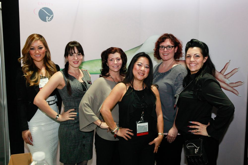 <p>Entity Beauty's beauties Roxanne Nguyen, Yuliya Normand, Leslie Randall, Dee Nguyen, Janna Jahr, and Lenzi Brock</p>