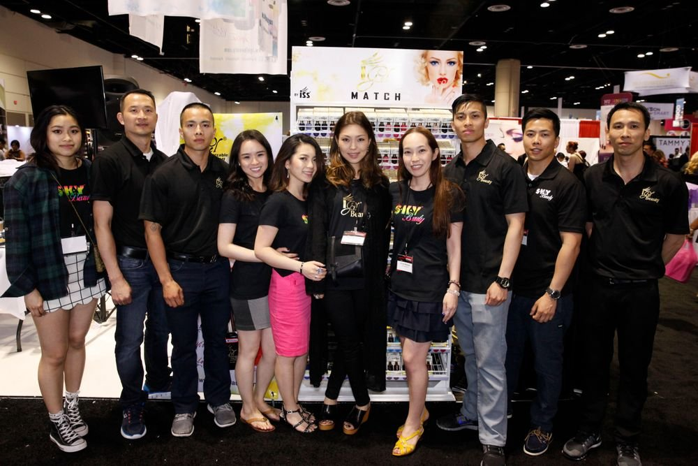 <p>iGel's Linh Bui, Thang Pham, Alvin Bui, Stephanie Thai, Cecilia Le, Kayo Chimoda, Noriko Masuda, Tu Bui, Daniel Bui, and Andrew Bui enjoyed their first time at Premiere Orlando.&nbsp;</p>