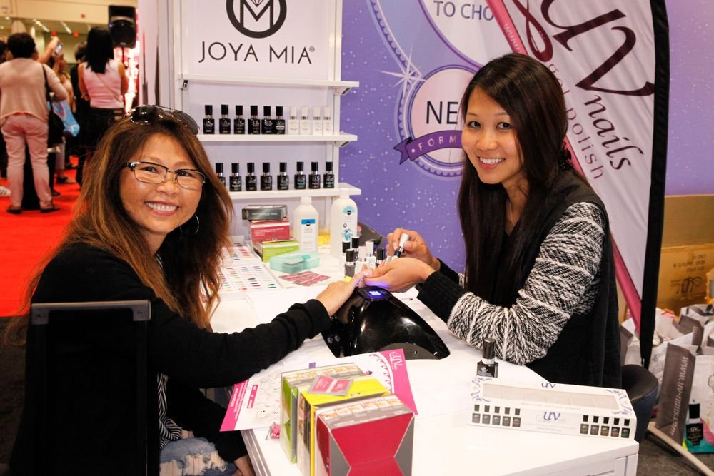 <p>Joya Mia's Ann Cao (right) demonstrates the company's Cat Eyes Magnetic Gel-Polish on Suwanna Faris</p>