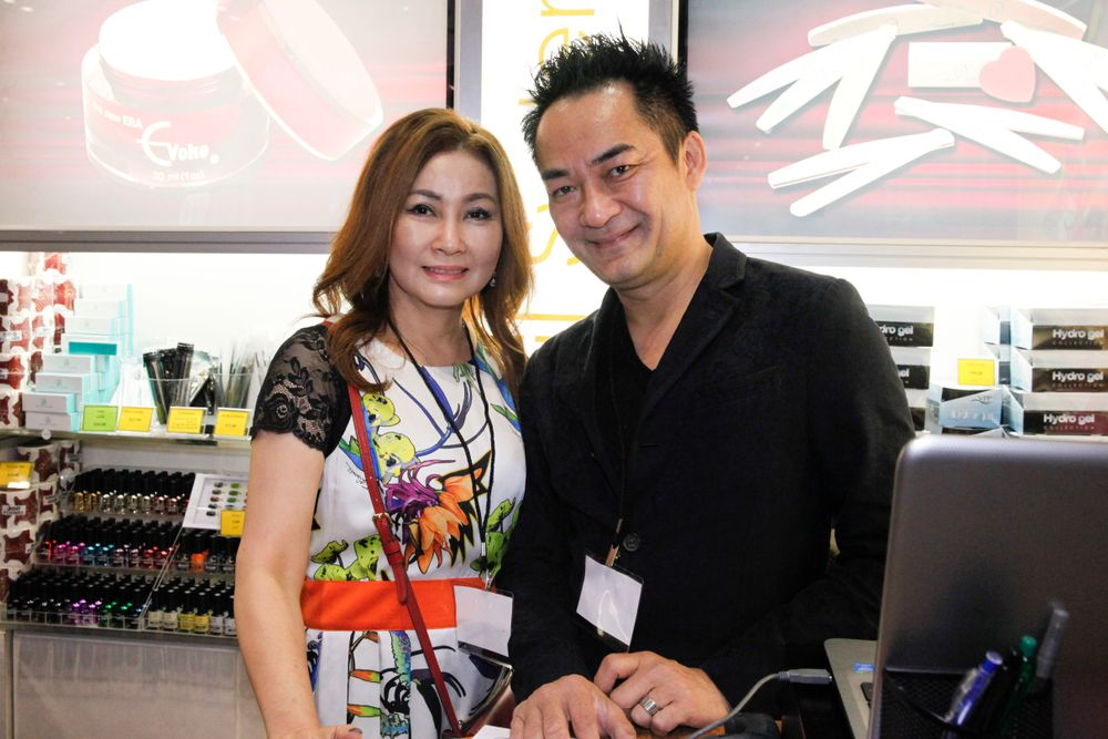 <p>Odyssey Nail System's Vannie Lu and Trang Nguyen</p>