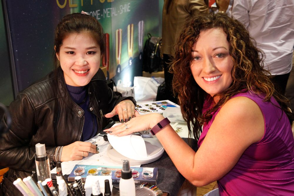 <p>Aora's Yinnie Ong from Malaysia does a demo on Nerissa Valdez</p>