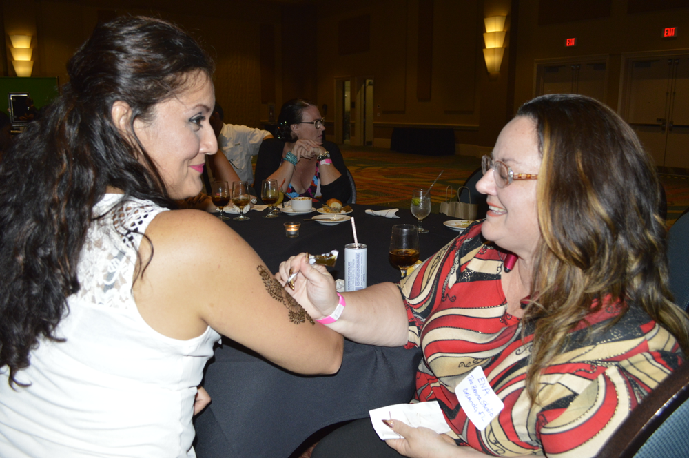 <p>Ena Rodriguez does henna for Cecilia Bustamante</p>