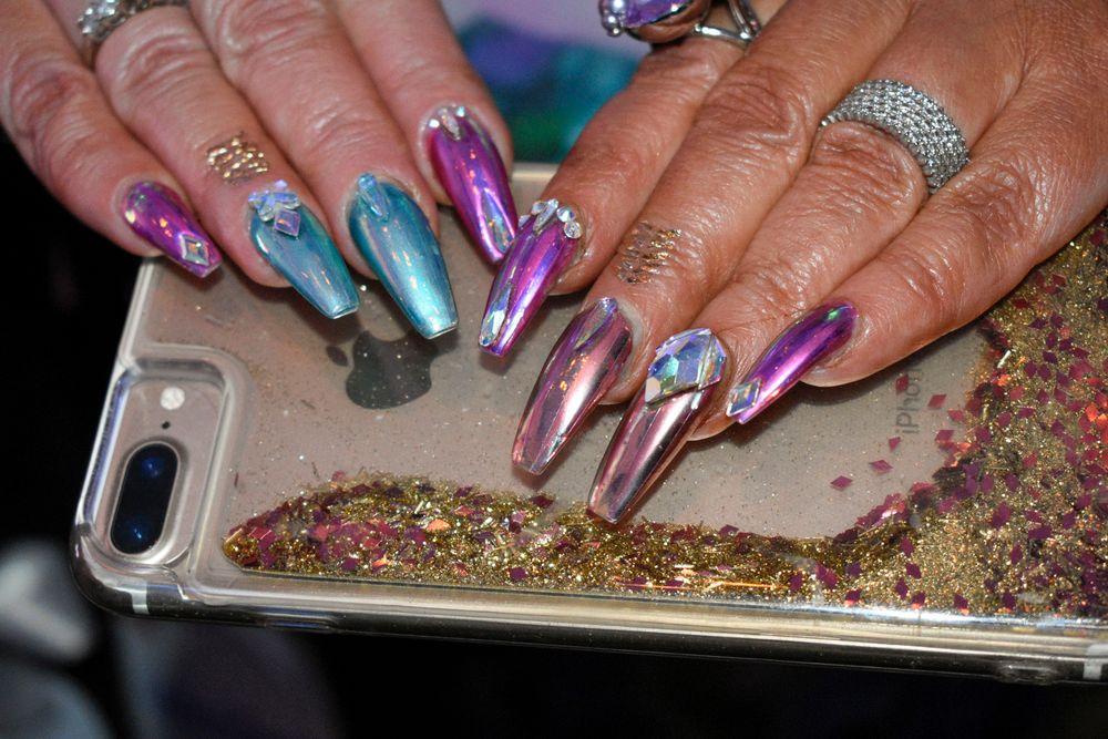 <p>Nails by former NTNA top 12 contestant Victoria Zegarelli</p>