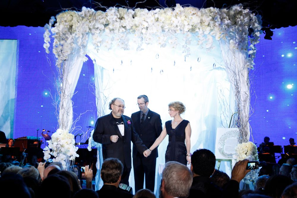 <p>George and Irina share a special moment with 1,700 of their closest industry friends.</p>