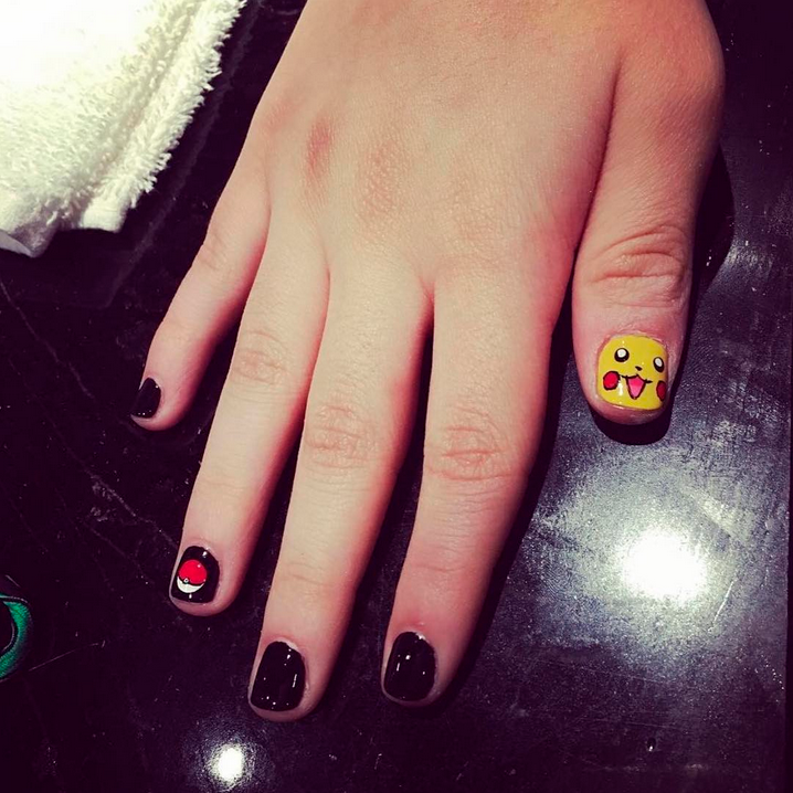 "<p>Pikachu and pok&eacute; ball nail art by <a href=""https://www.instagram.com/msannewin/"">@msannewin</a></p>"