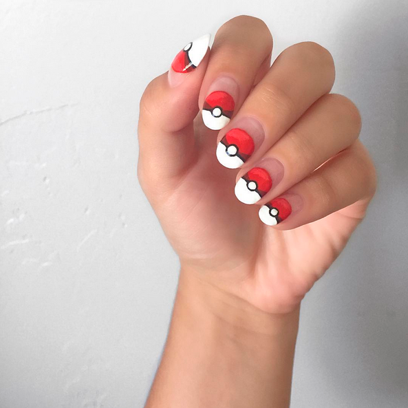 "<p>Pok&eacute; ball nails by <a href=""https://www.instagram.com/nailsbyharlig/"">@nailsbyharlig</a></p>"