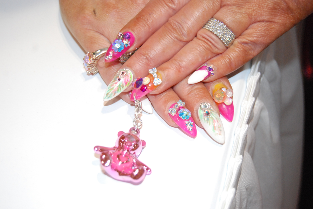 <p>Victoria Zegarelli's amazing nails&nbsp;</p>