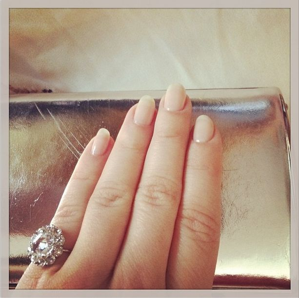 <p>Sarah Hyland wore Essie's Vanity Fairest to the SAG Awards. Manicurist Christina Aviles polished her nails for the big event. Photo via @therealsarahhyland.</p>