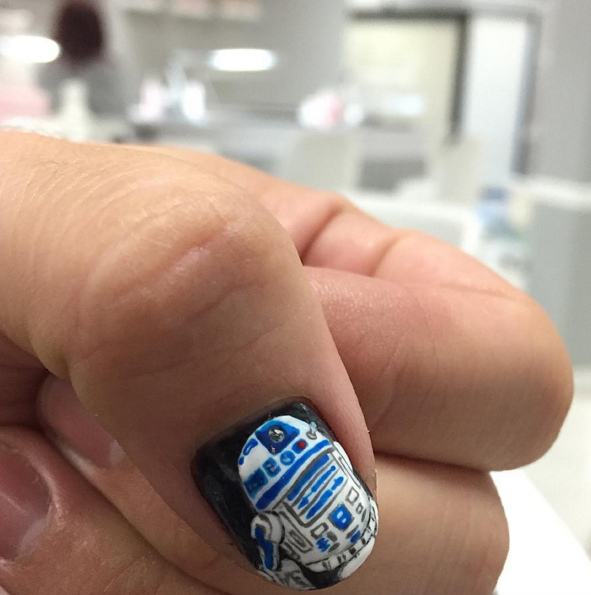 "<p>R2D2 nail art by <a href=""https://www.instagram.com/thenailartistfr/"" target=""_blank"">Fabian Robles</a>, Woodland Hills, Calif.</p>"