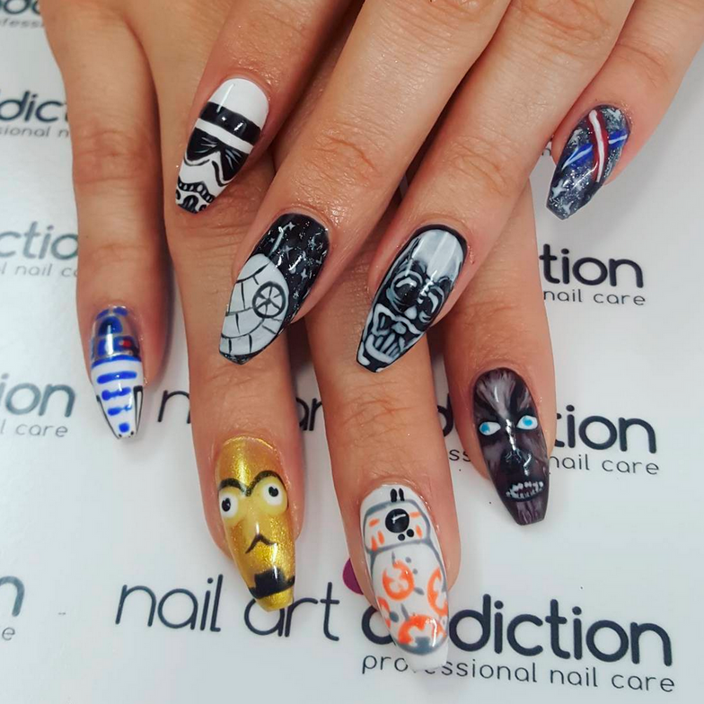 "<p>Star Wars: The Force Awakens nails by Daniela Hernandez (<a href=""https://www.instagram.com/daniartnails/"">@daniartnails</a>)</p>"