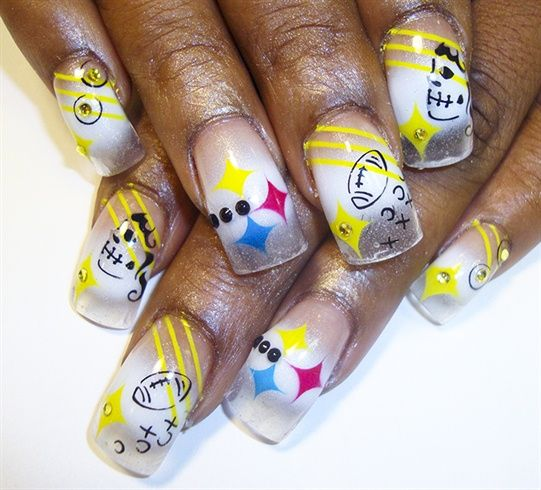 <p>Steelers nail art by&nbsp;Pilar C.&nbsp;</p>