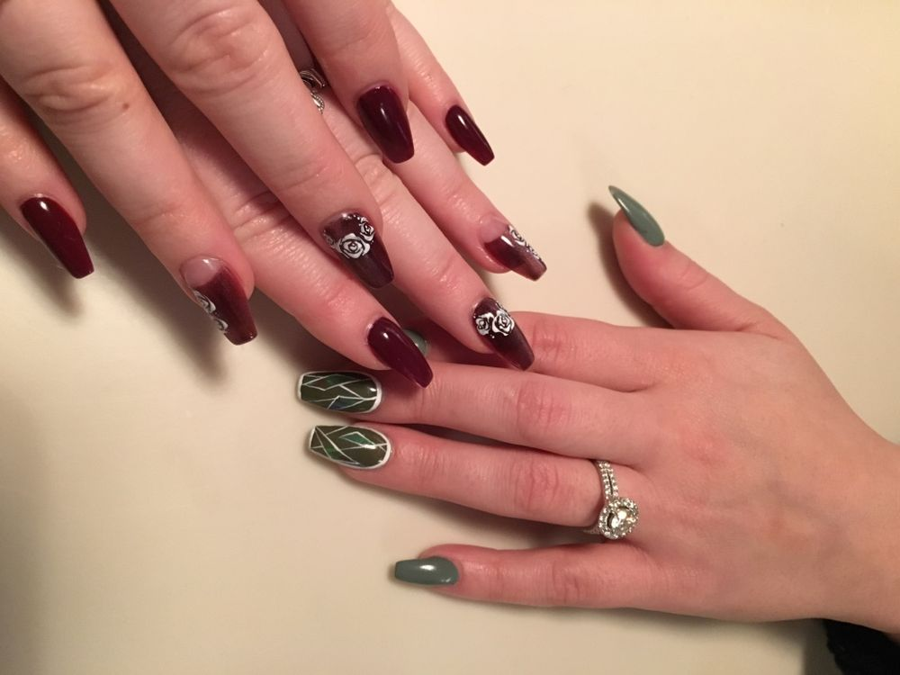 <p>Morgan (broken glass) and Taylor (red roses) both had on-point NYFW manis</p>