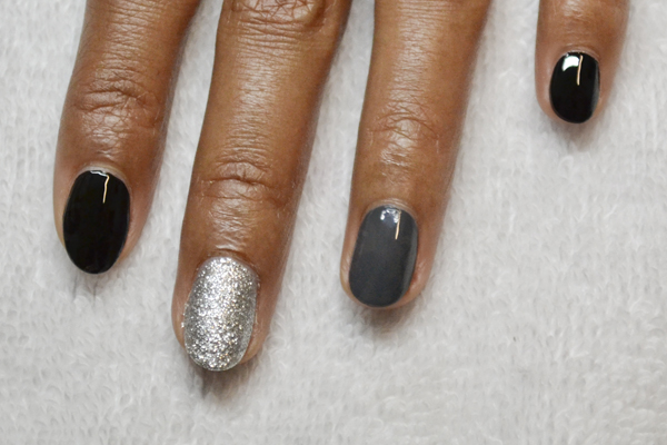 <p>1. Polish two fingers black, one finger a dark grey and one finger with silver glitter.</p>