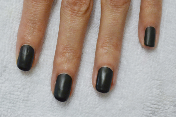 <p>1. Polish each finger with an opaque black shade.</p>