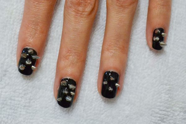 <p>2. Lay out your spikes on a flat surface &ndash; Hey, Nice Nails used four or five different sizes for this manicure. Apply top coat over one finger and place a few spikes on the nail. Repeat on each nail.</p>