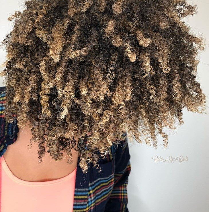 <p>These healthy curls by @colormecurls are everything!</p>