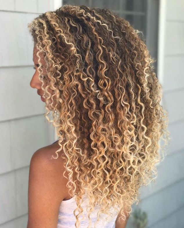 <p>These highlighted curls by Christin Brown @curlfactor are perfect for summer!</p>
