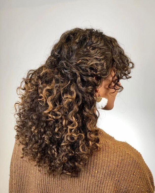 <p>It&rsquo;s safe to say we&rsquo;re obsessed with this chic style by Olivia Smith @livforcurls.</p>