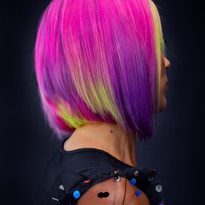 Removing direct dyes from compromised hair is no easy task, but Diana Giannini @lzhouseofhair...