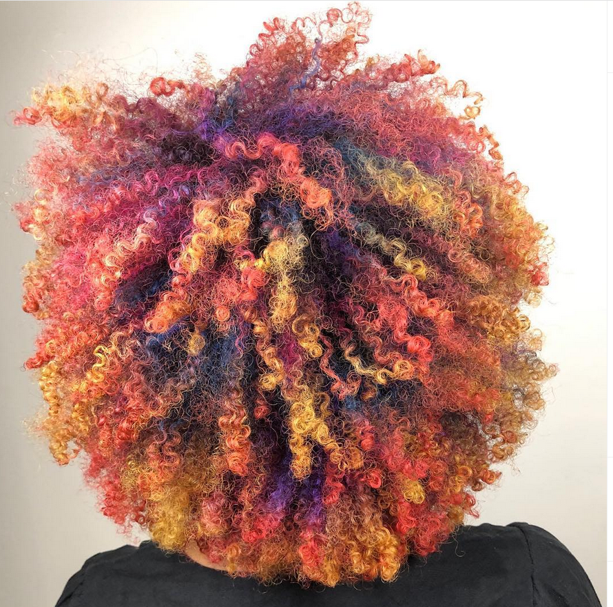 <p><strong>In DevaCurl world, pros classify textured hair as wavy, curly or super curly. This explosion of joy by @leysahairandmakeup, reposted on @devacurlpro, is super curly.</strong></p>