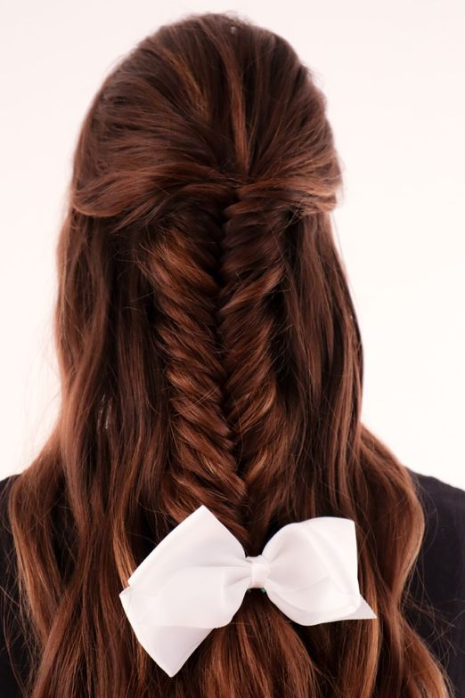 <p>Bows are also big when it comes to braid hair styles, to finish off the look! Hair: @jamiewileyhair</p>