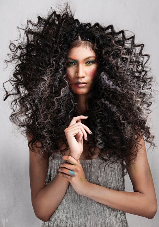 <p>Hair: Great Lengths USA team</p>