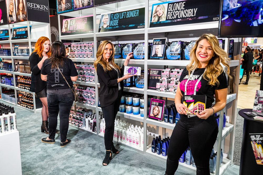 <p>At Redken, ready to greet the crowd.</p>