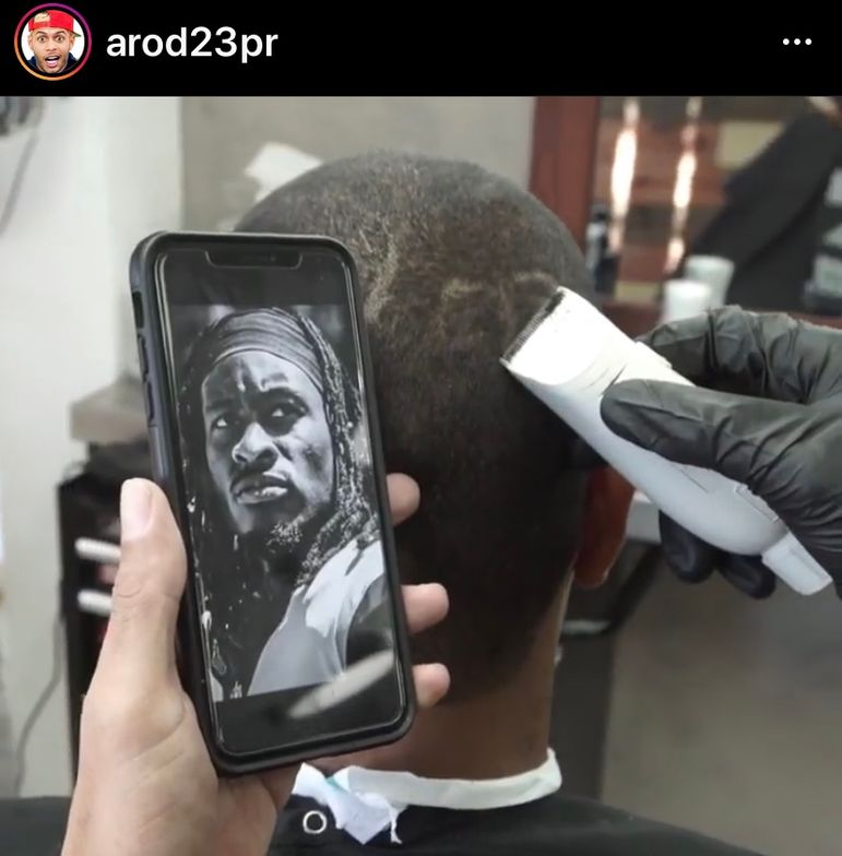 <p>@Arod23pr - the most followed barber on Instagram - at work</p>