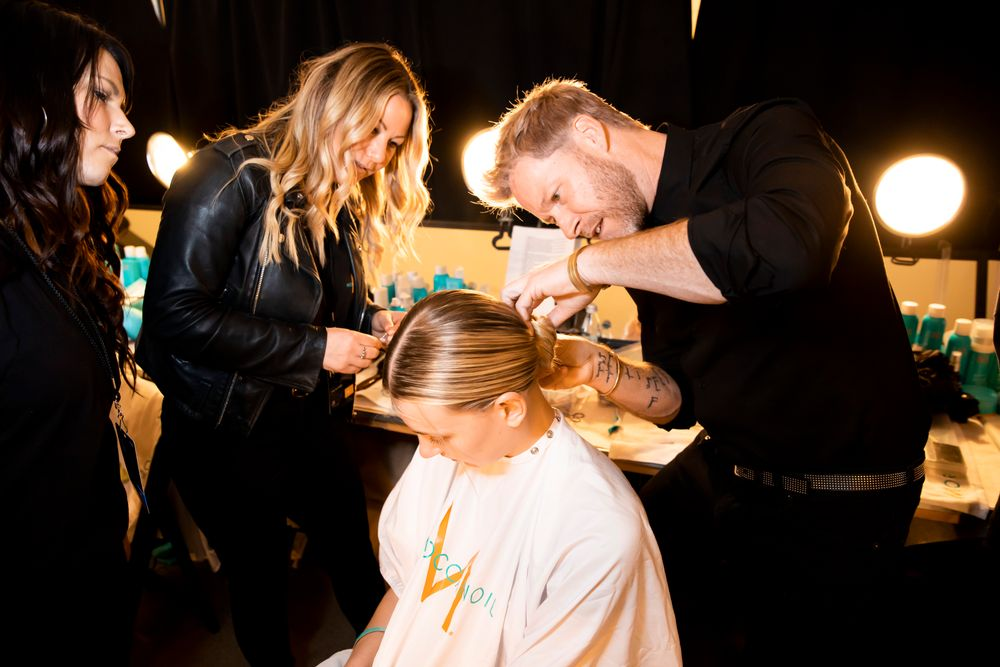 <p>Moroccanoil&#39;s Kevin Hughes working backstage during NYFW at The Blonds, F/W 2020</p>