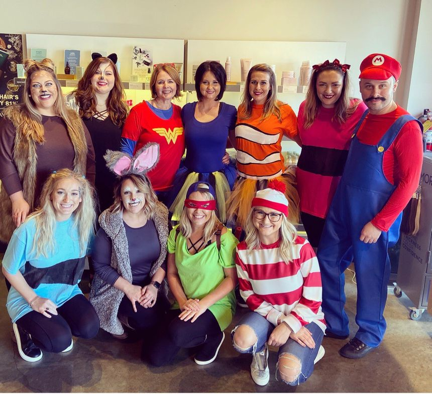 <p><em><strong>Lisa Cochran (Wonder Woman) is surrounded by some of her salon team.&nbsp;</strong></em></p>