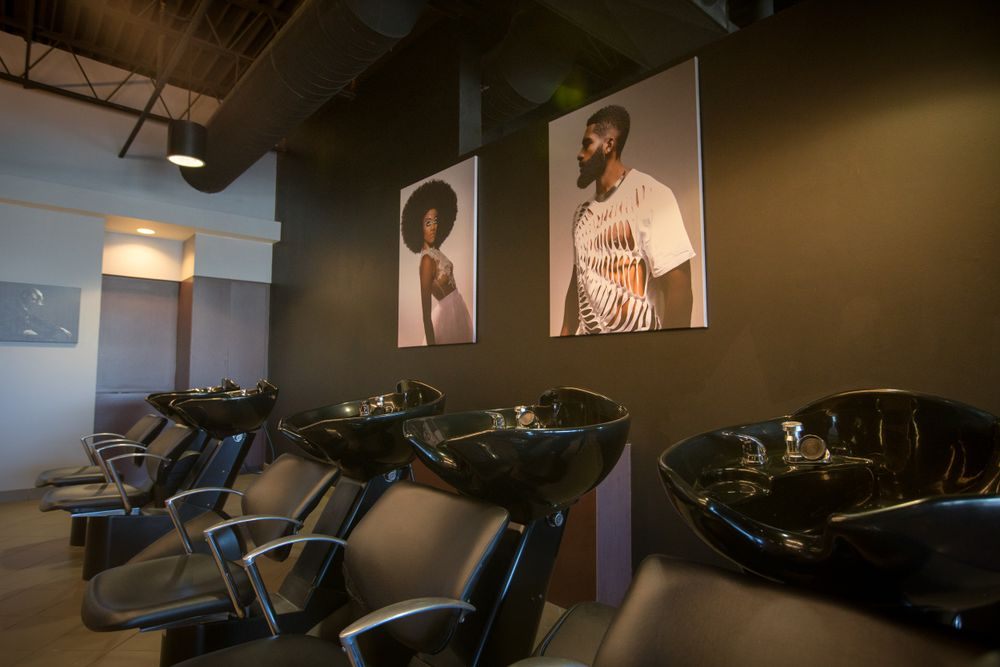 <p><em><strong>Hair Lab Detroit Barber School</strong></em></p>