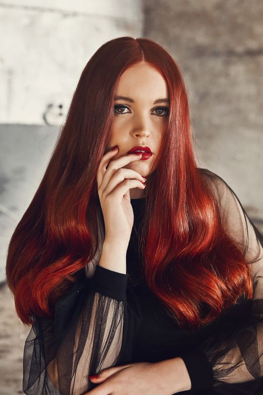 <p><strong>The Color: </strong>Starting with a totally natural level 6 base we pre-lightened roots to ends using Matrix Blur &ndash; a 5-15 minute one-step color adjuster that lifts hair one level &amp; opens the cuticle.</p>