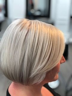 - AloeLite Powder and AloeLite Cream Lightener used in this blonde by @colorsbeautyandwellness