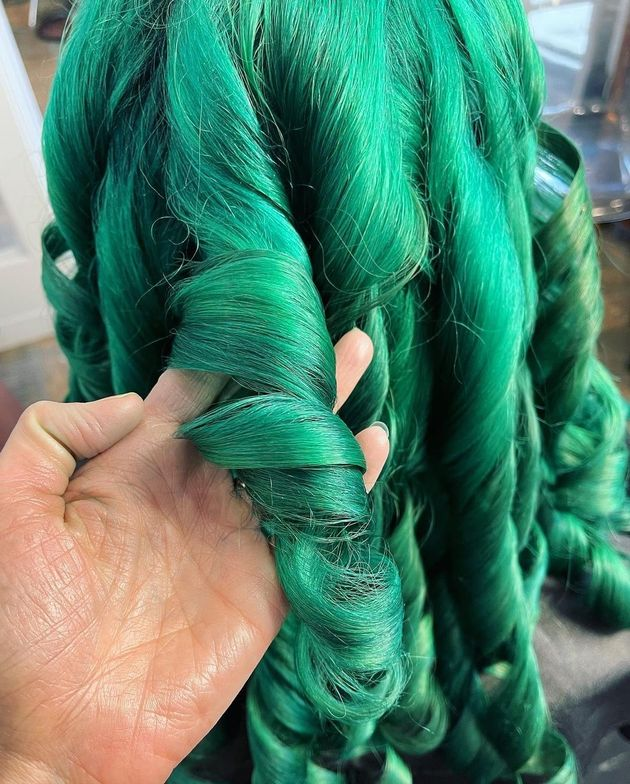 <p><em><strong>Green coils. The dimension is so real!</strong></em></p>