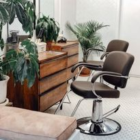 Top 8 Things to Consider When Buying a Salon Chair
