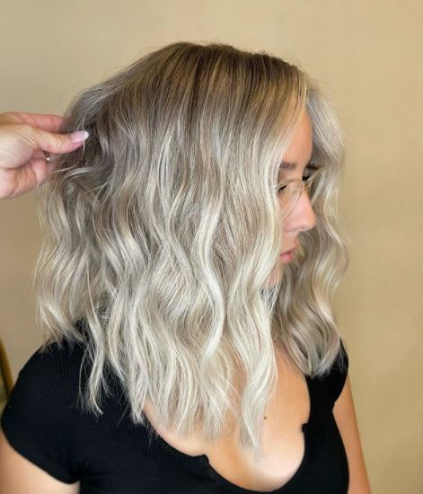 Artist Connective Member Saretta Bowerman Uses This Tool for Perfect Beachy Waves