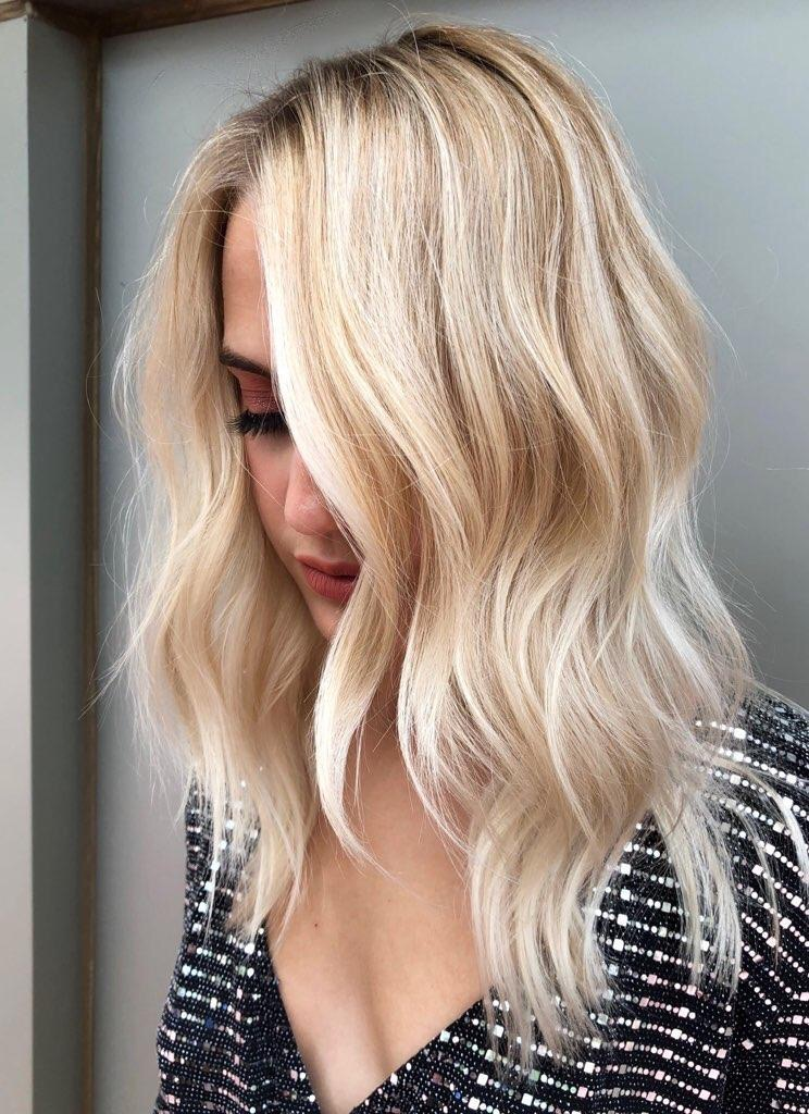 <p>Finished look: This balayage and melted interior was a collaboration between Robertina and Rachel Williams @rachelwstylist</p>