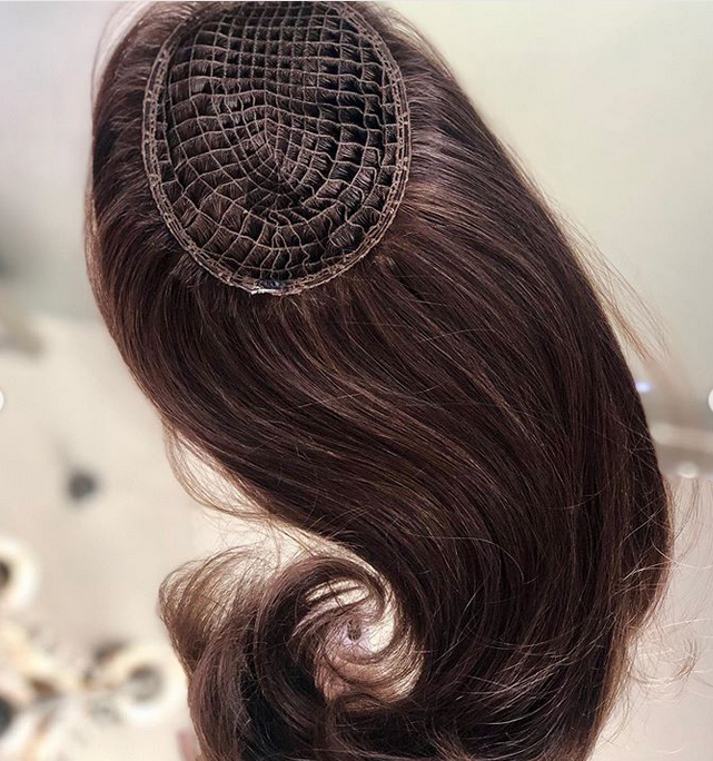 <p>MICROLINES pieces are attached to the client&rsquo;s own hair for perfect integration.</p>