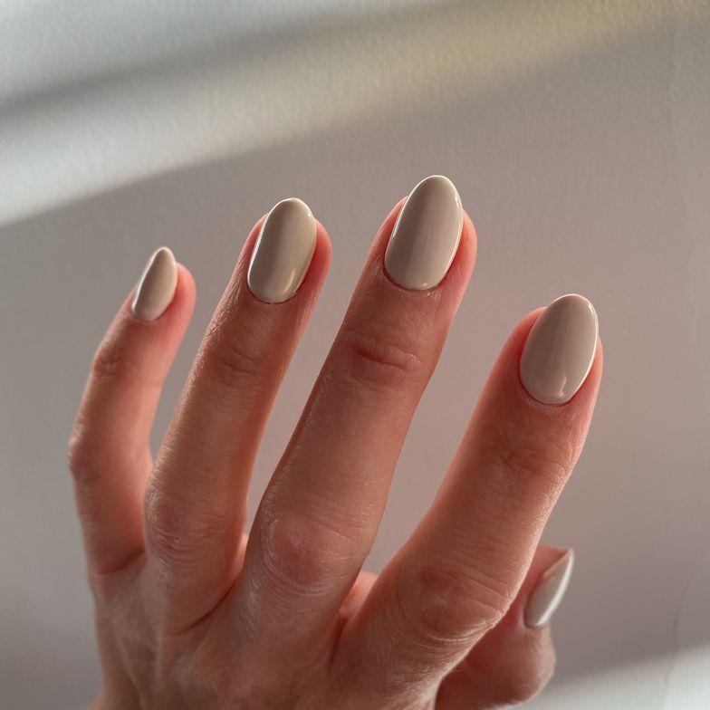 <p>@megs_nails_los wears Almond.</p>
