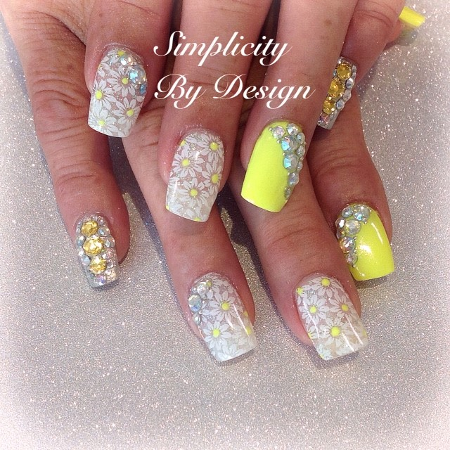 Day 189: Daisy and Crystal Nail Art