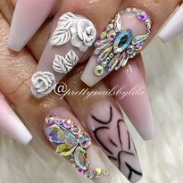 Nails by Lila Nguyen @lilanguyen_cnd_ea