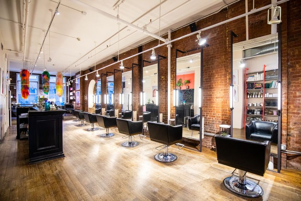 <p>Suite Caroline is a New York City go-to for the French hair-painting technique balayage. The nuanced technique is personal and led by the appreciation of natural beauty. The natural elements like brick and greenery capture the intimate level of the team&#39;s artistry.&nbsp;</p>