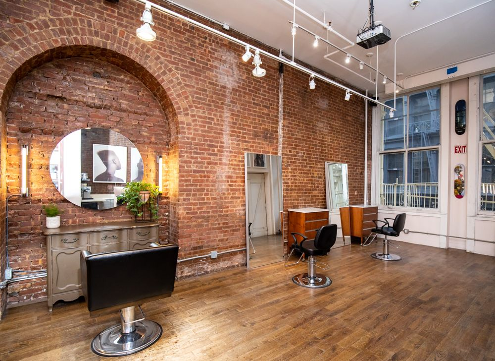 <p>The team at Suite Caroline values innovative, collaborative, and inclusive atmosphere that guides each service, from consultation to creation. This same colorful and daring spirit elevates commitment to continued training and mastery of expertise.</p>
