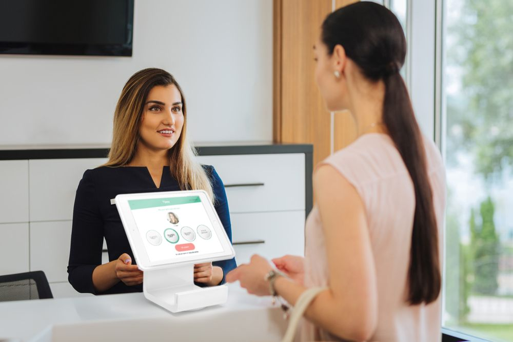 <p>A client uses Tippy to tip her service providers after her salon visit.&nbsp;</p>