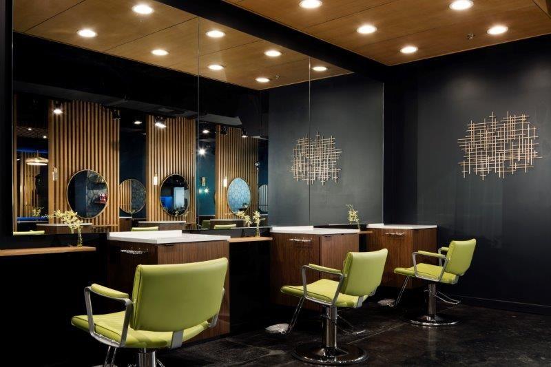 <p>Chartruese styling chair brings brightness to Style Loft Hair Studio in Honolulu, Hawaii.&nbsp;</p>