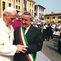 While he was mayor, Guido Stuani took great pride in welcoming Pope John Paul II to Castiglione...