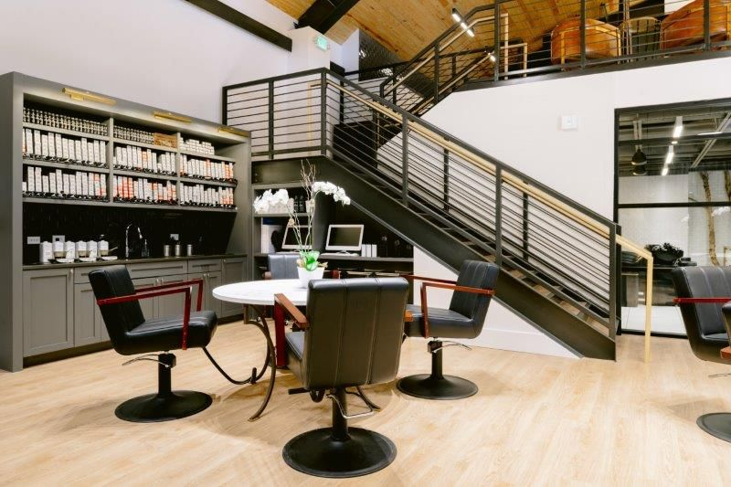 <p>The color area, with a&nbsp;bar and color tables, is designed to be a separate part of the salon. Library shelves and lights in the bar are used to orgnize the color tubes, while holes are cut into the counter surface allowing for easy access to the trash and recycling, which keeps the bar clean and organized.&nbsp;</p>