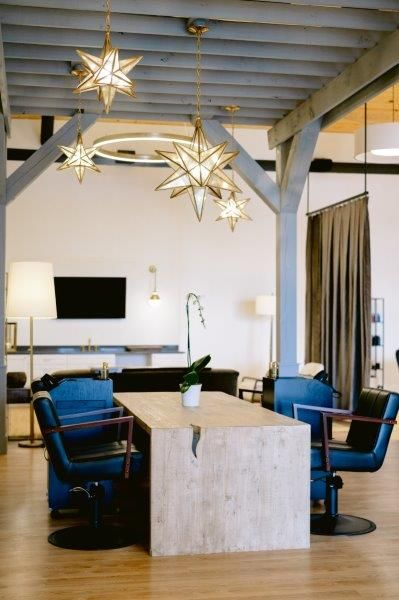<p>The gazebo/blow dry bar is placed behind the velvet draperies for comfort and intimacy. The star-shaped lighting makes the space&nbsp;softer and aesthetically soothing.&nbsp;</p>