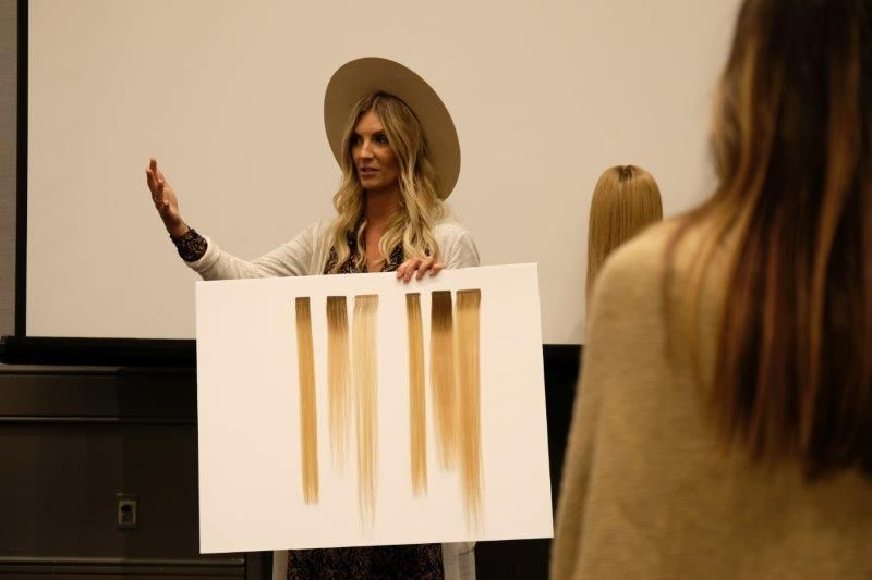<p>Great Length&#39;s Danielle Keasling gives the HAIR+ audience an extensions tutorial.</p>