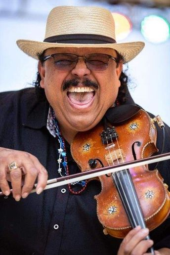 Grammy-winning artist Carlos Reyes also will perform. 